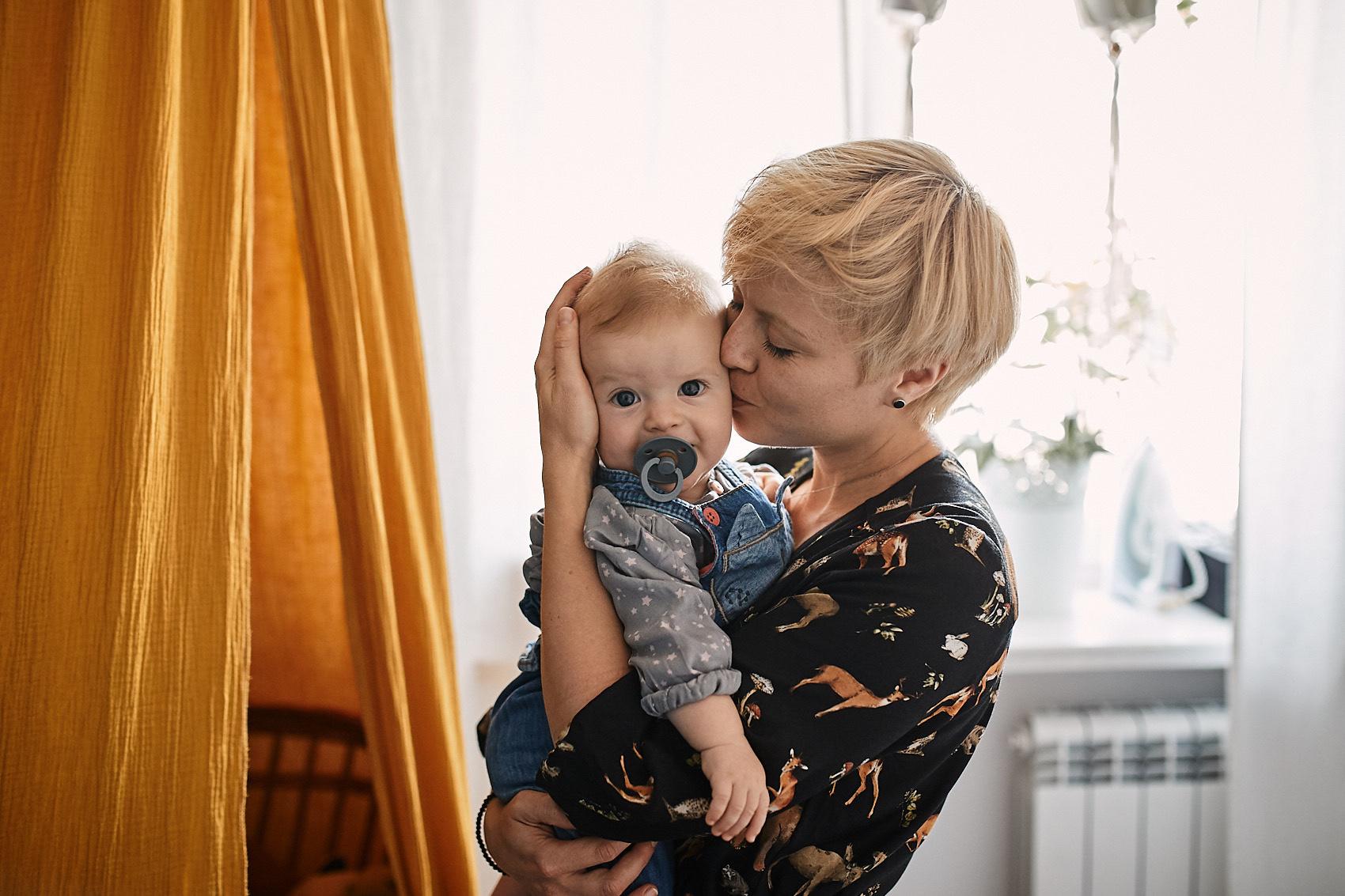 sesja niemowleca w domu naturalna