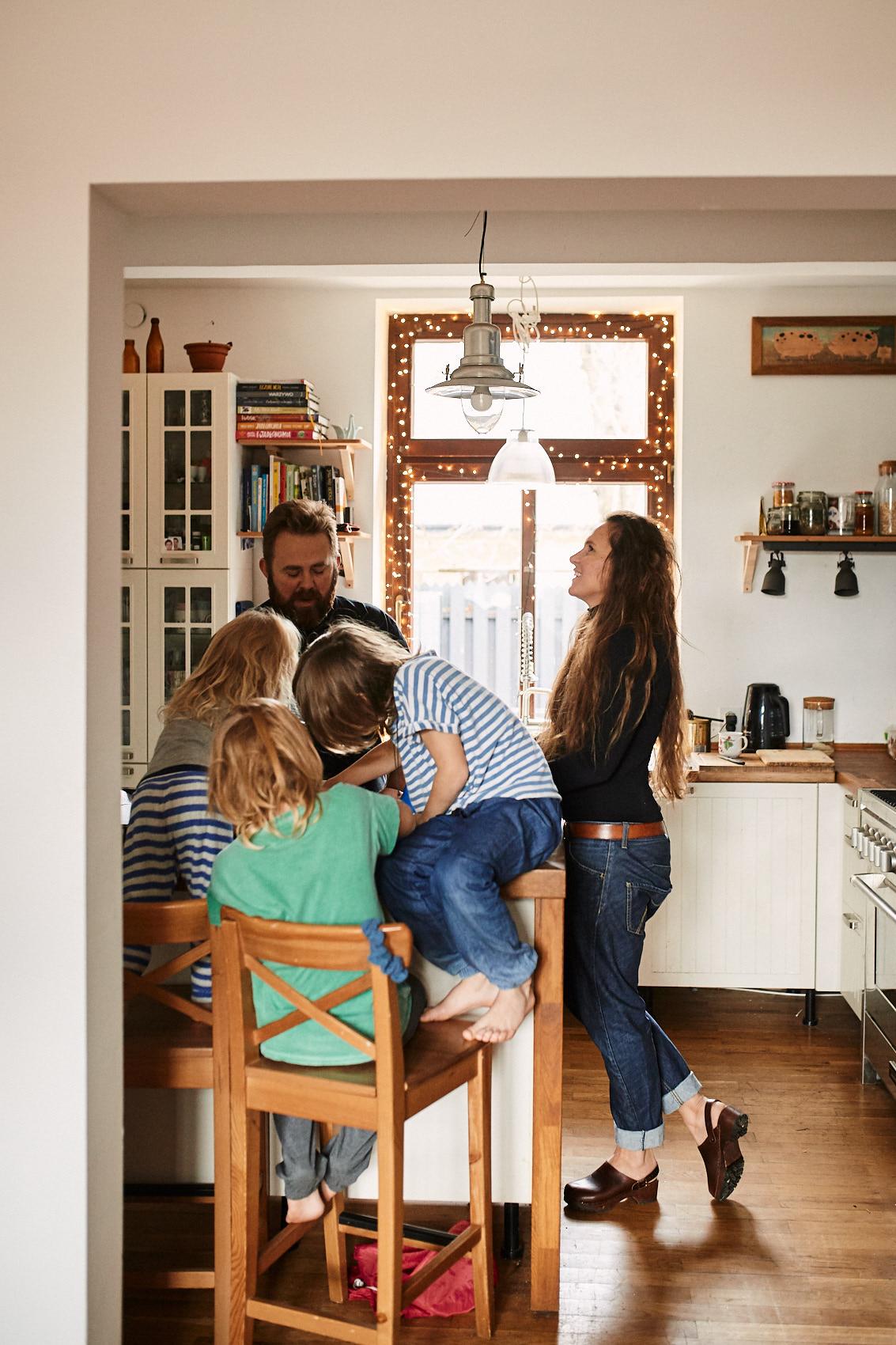 sesja rodzinna w domu milanowek pruszkow brwinow