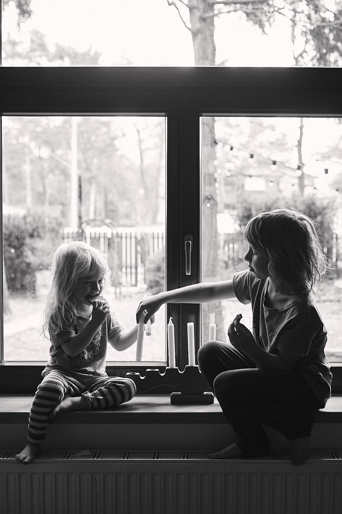 fotografia dziecieca rodzinna warszawa czarno biala