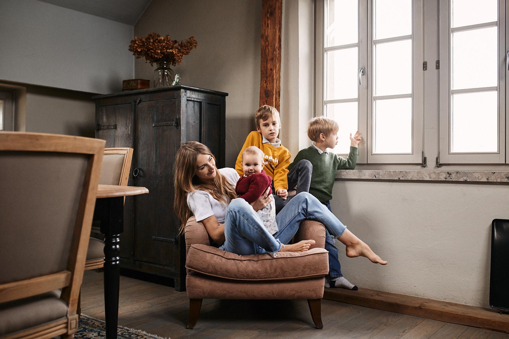 sesja rodzinna w domu fotograf warszawa krakow poznan lodz