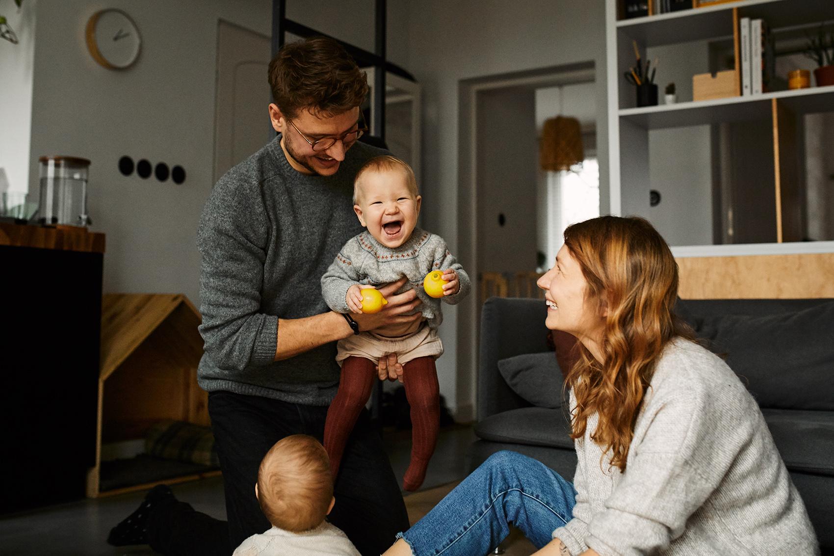 naturalne emocje sesja w domu rodzinny fotograf warszawa